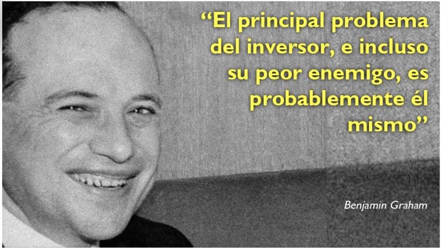 """Frases de Benjamin Graham: El principal problema del inversor, e incluso su peor enemigo, es probablemente él mismo""""´es mejor invertir poco a poco que hacerlo todo de golpe"""