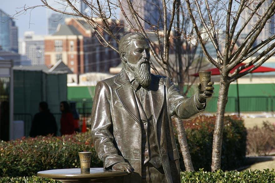Foto de la estatua de John Pemberton, inventor de la Coca-Cola en Atlanta